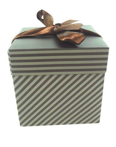 Caja de Regalo x 12 Unds. Medida: 10 x 10 cm Aprox.